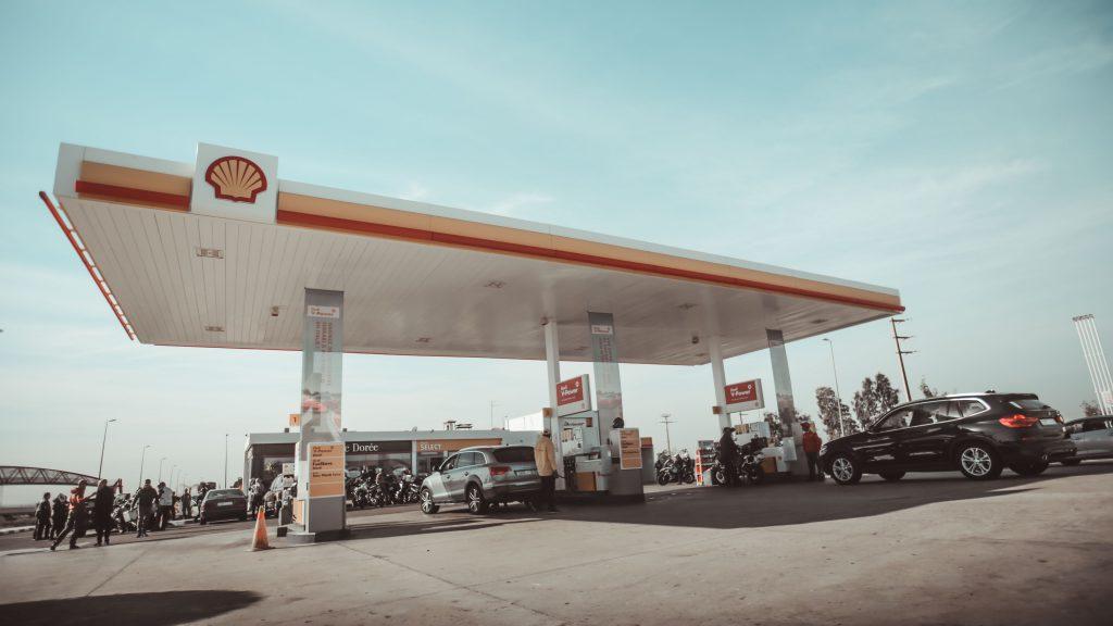 Shell gas station. Photo by Zakaria Zayane.
